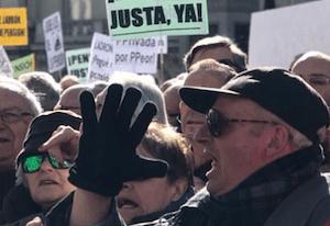 Pensionistas rodeando el Congreso